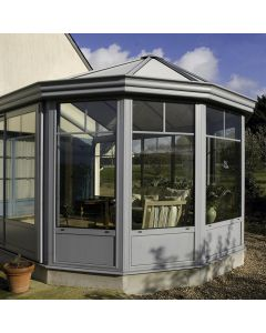 Votre véranda Tradition en aluminium sera l'atout charme de votre maison. Installé par monsieur store La Ciotat