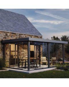 La pergola à toiture rigide mobile à une toiture en verre feuilleté et de nombreuses options de confort qui vous assure une vision panoramique sur votrejardin. Disponible chez monsieur store Marseille et monsieur store Aix en Provence