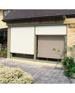 store extérieur vertical avec coffre et toile zippé de chez brustor installé sur marseille