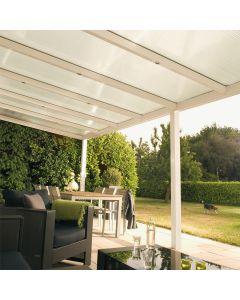 La pergola à toiture rigide fixe associe les propriétés d'une pergola alu à la clarté d'une toiture en polycarbonate avec traitement anti effet de serre. Installé par monsieur store Cassis